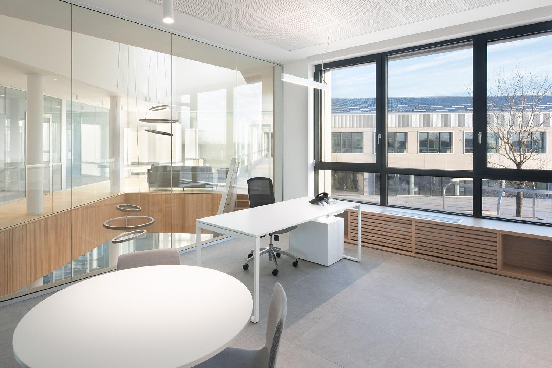 Barreca-&-La-Varra_progetto-Ugolini-office-forniture-Frezza